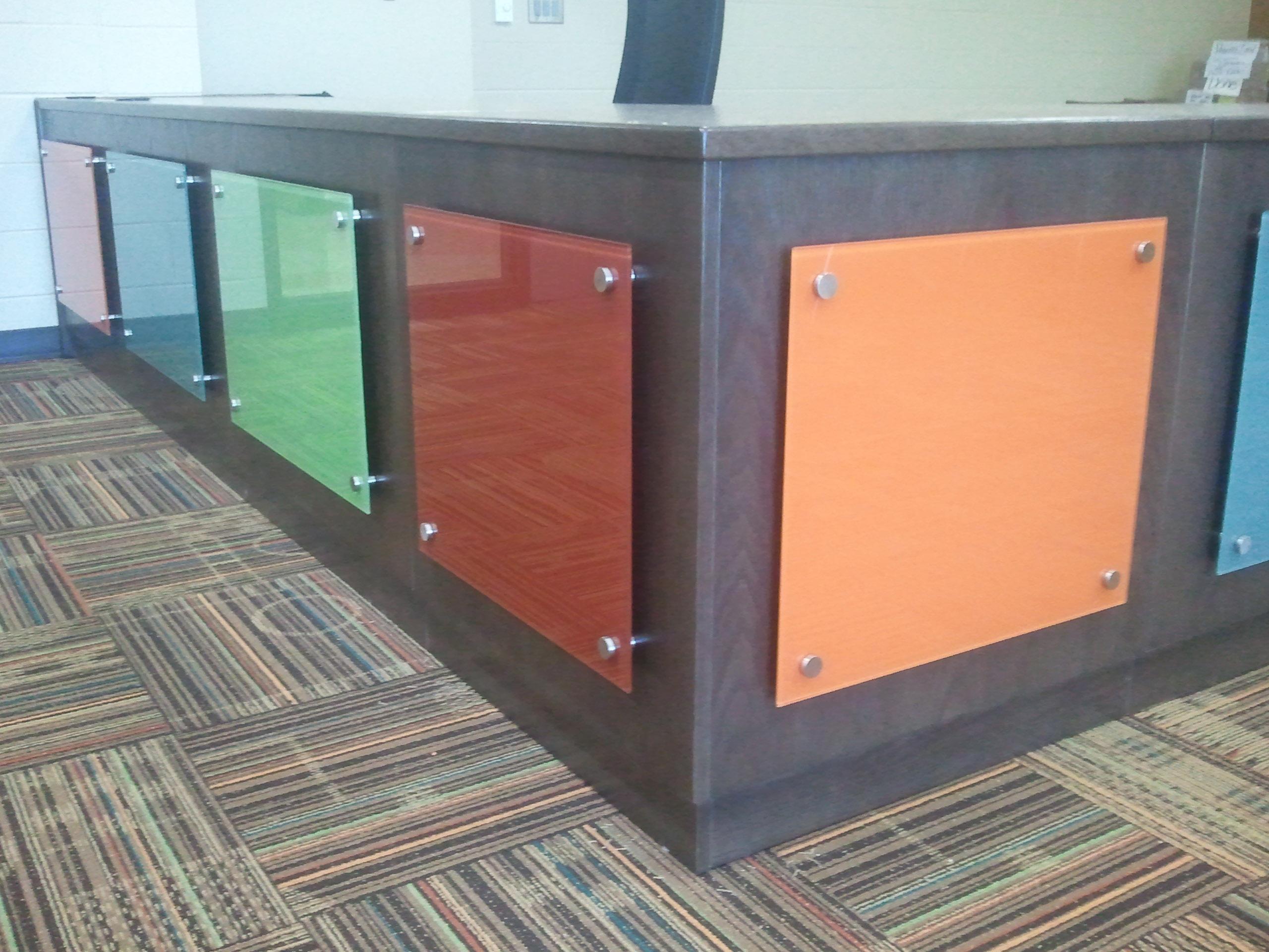Glass walls studio l glassworks for Coloured glass panels
